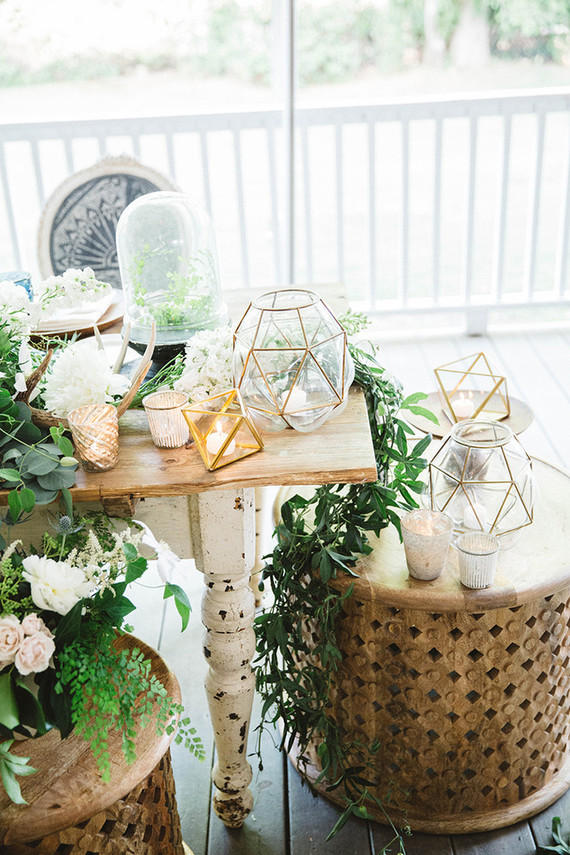 Edgy Lighting Ideas for Your Wedding Gold Lanterns Candles