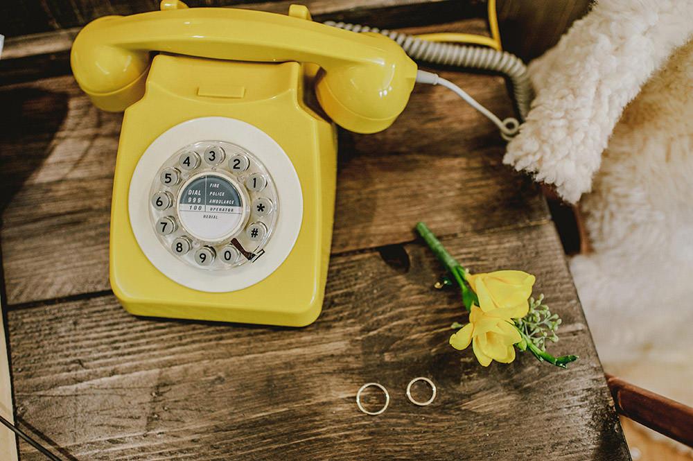 Желтый телефон картинки