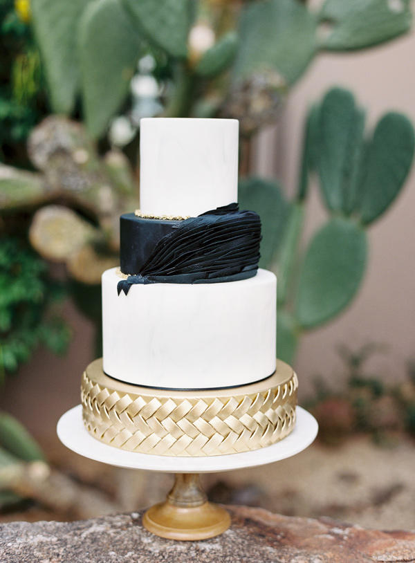 monochrome metallic wedding cake