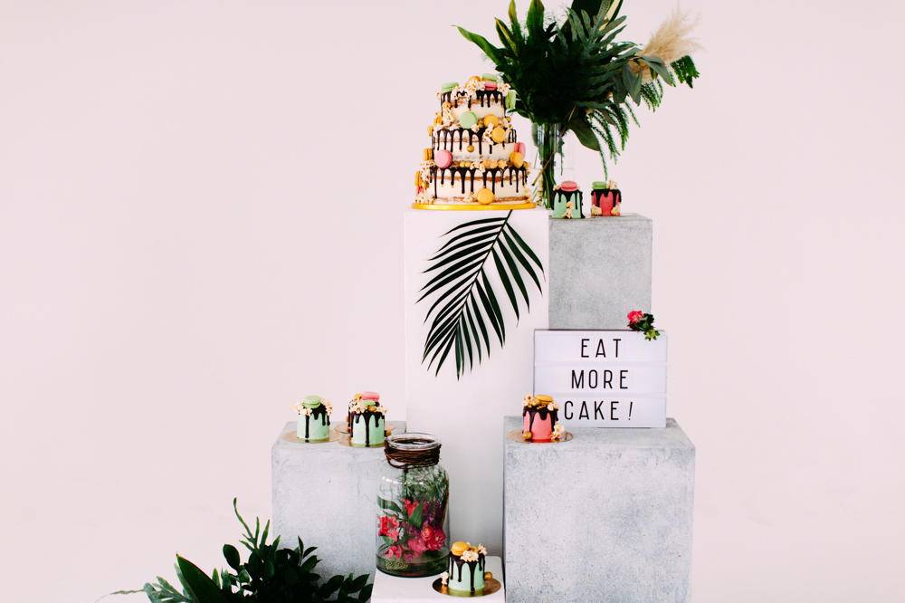 tropical wedding cake display idea