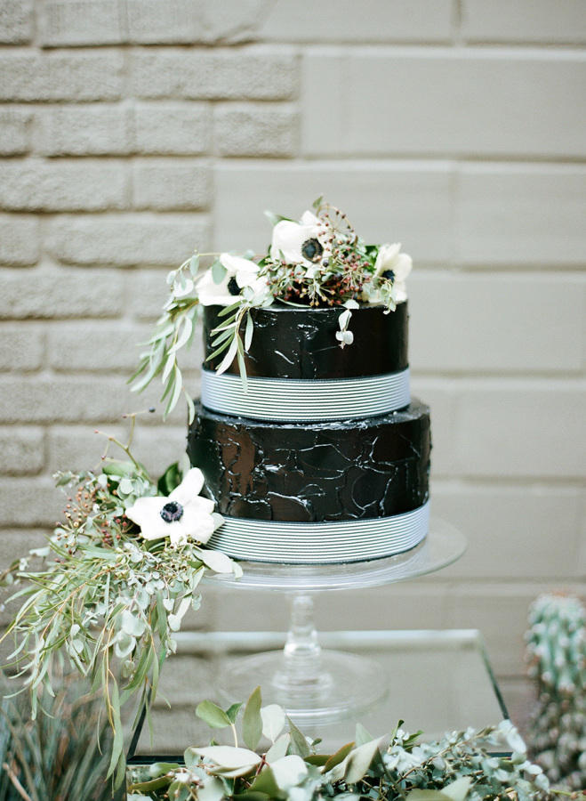 monochrome wedding cake styling