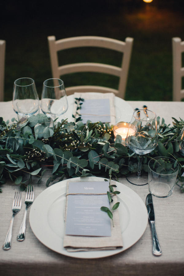 minimalist wedding table place setting idea