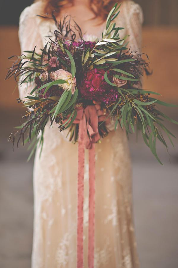 Autumn wedding bridal bouquet styling