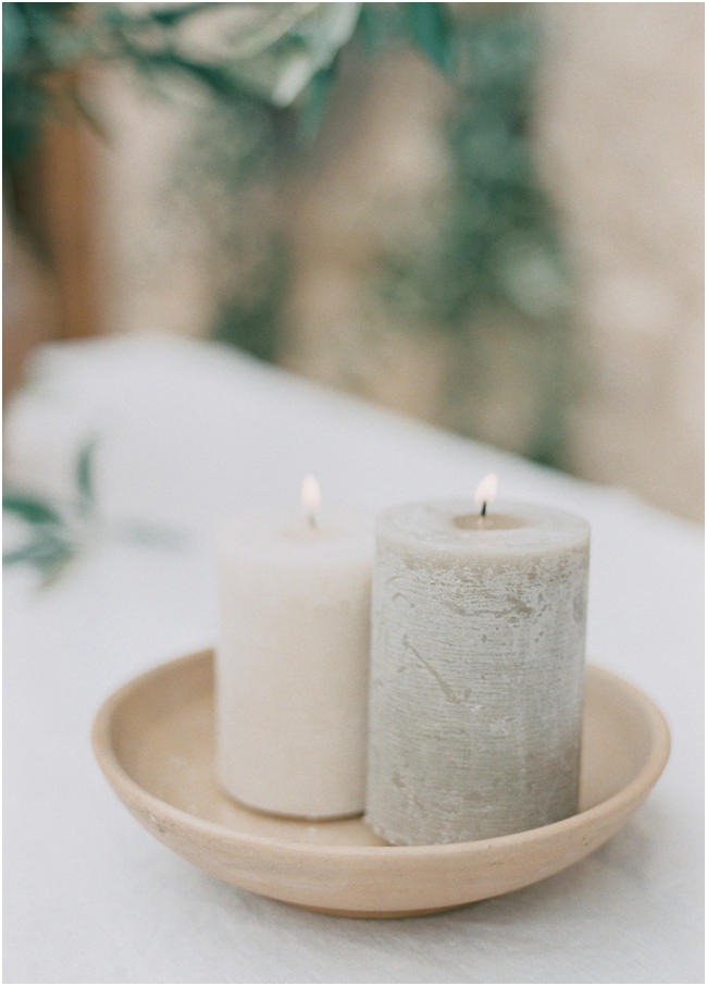 minimalist wedding candle styling idea