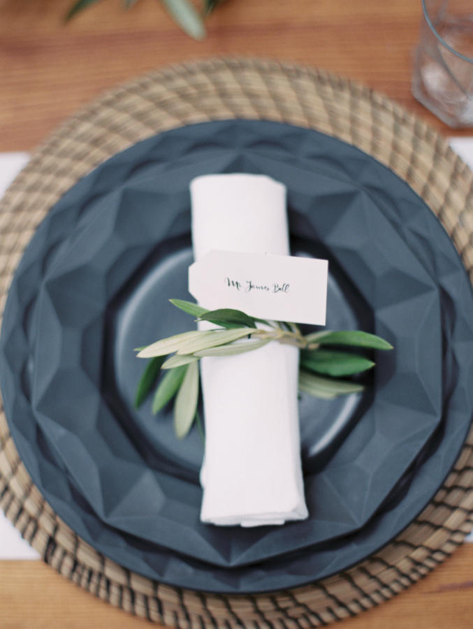 minimalist wedding table decor idea
