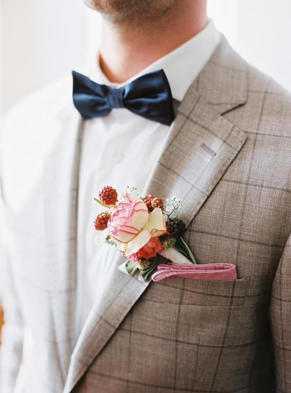 groomsmen trends flowers