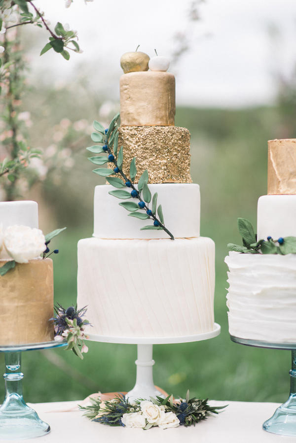 colour schemes emerald gold wedding cake