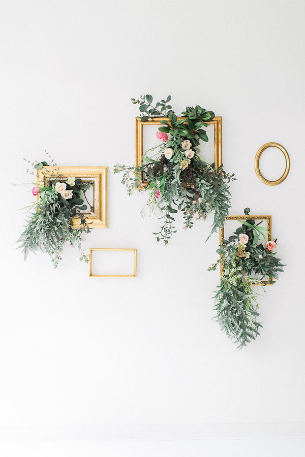 minimalist wedding floristry idea