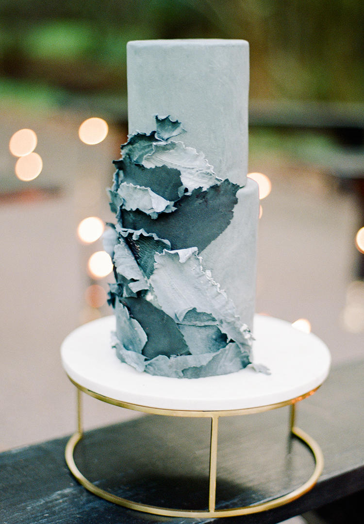 Grey wedding cake styling