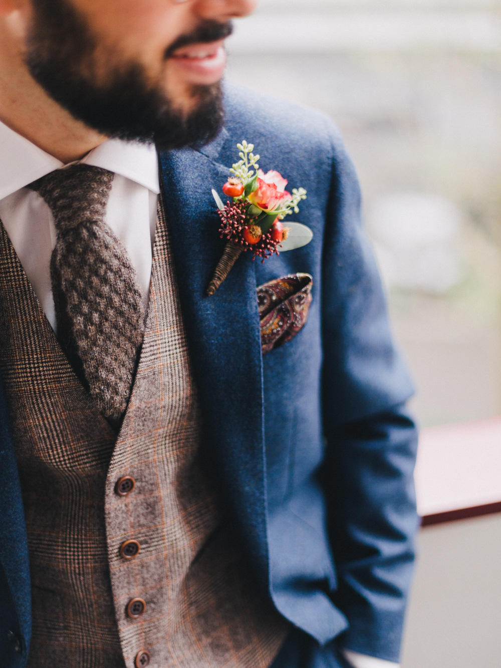 Autumn wedding groom style