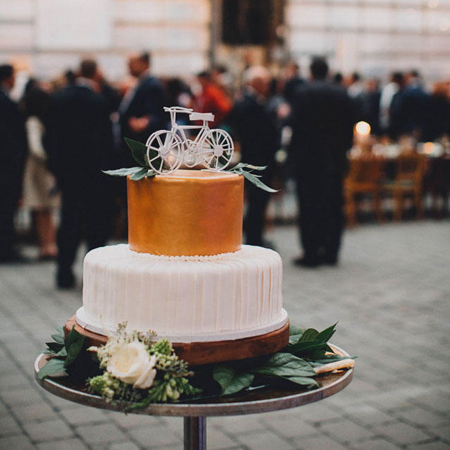 winter wedding cake stand styling idea
