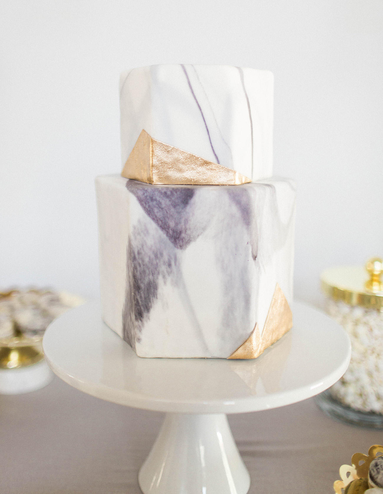 How to incorporate the marble trend into your wedding day