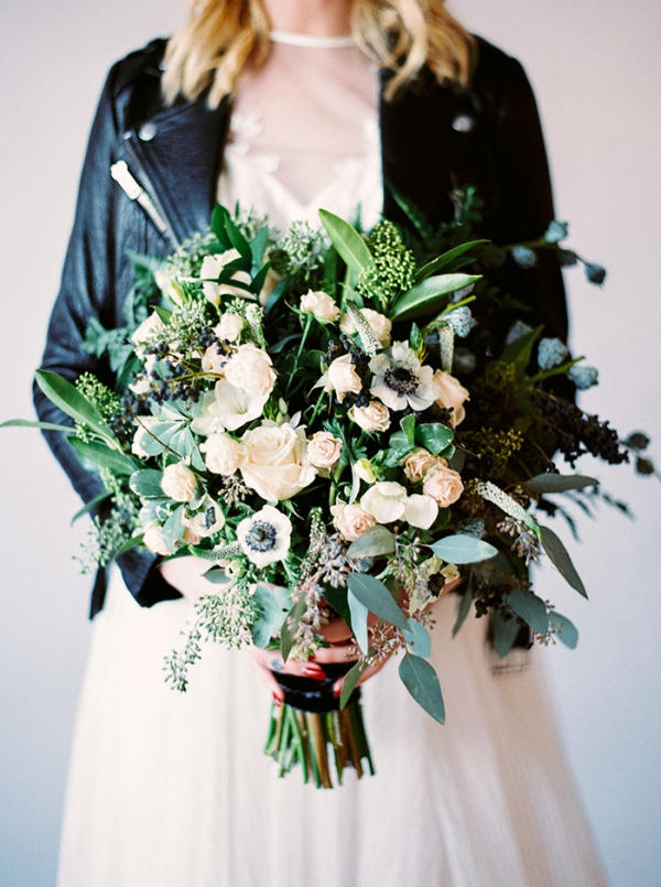marble trend wedding flower bouquet styling