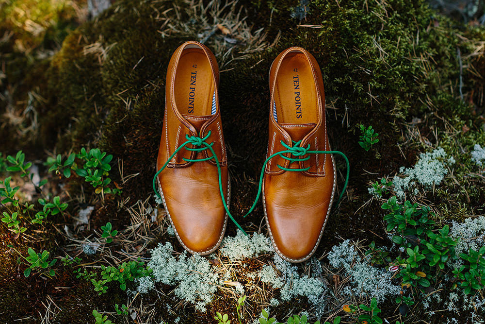 forest green wedding shoes idea